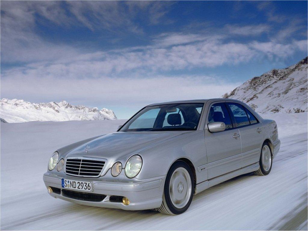 Mercedes_E-Class_Sedan_1999